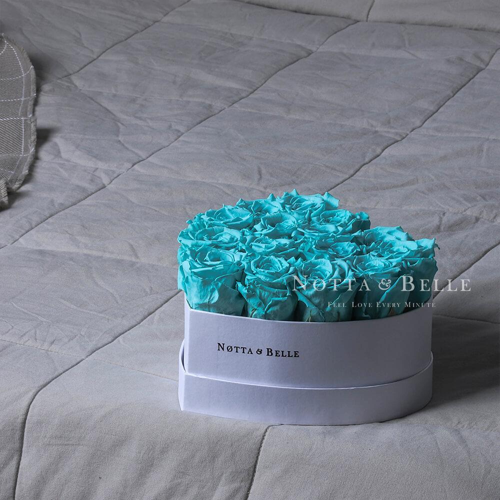 Mazzo colore turchese «Love» in una scatola bianca - 15 pz.