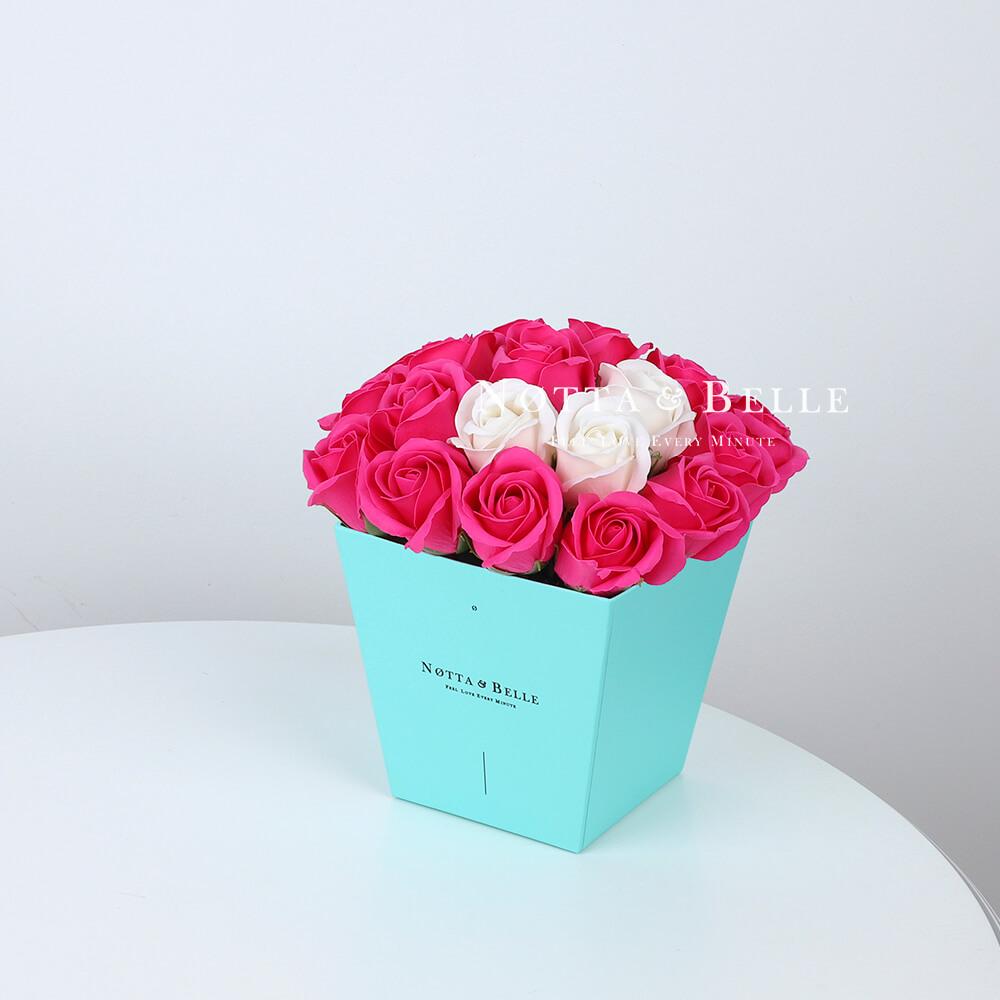 Мыльный букет цвета фуксии №263 из 21 розы