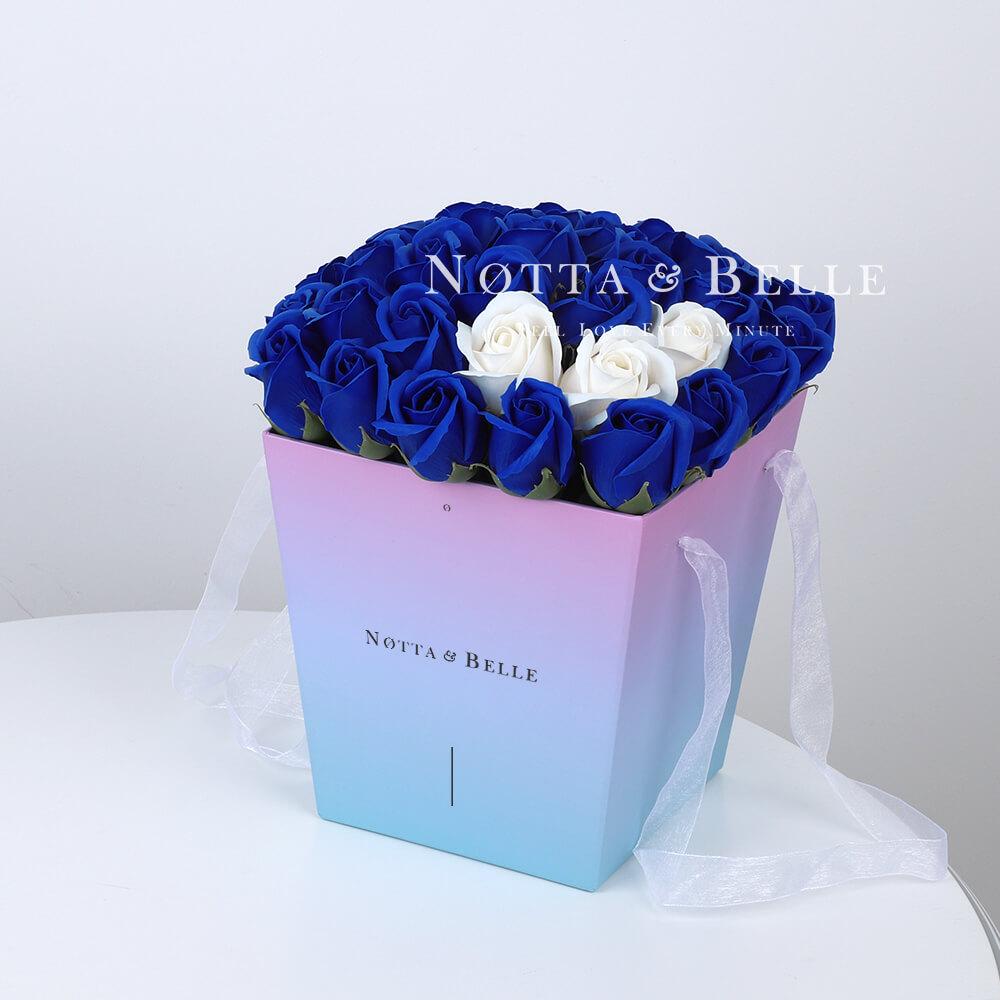 Мыльный букет синего цвета №331 из 35 розы
