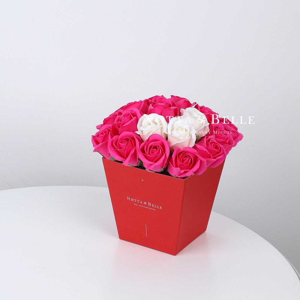 Мыльный букет цвета фуксии №264 из 21 розы