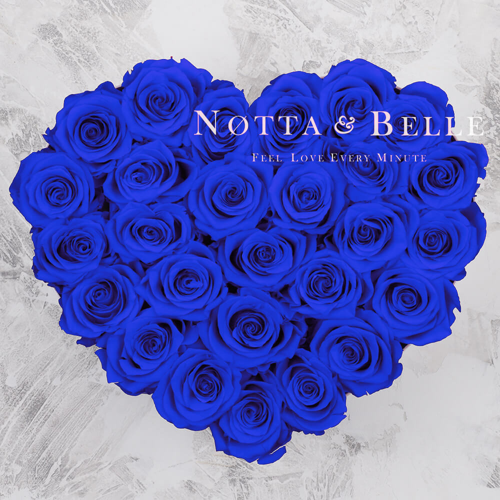 Ramo azul «Love» en una caja blanca - 27 piezas
