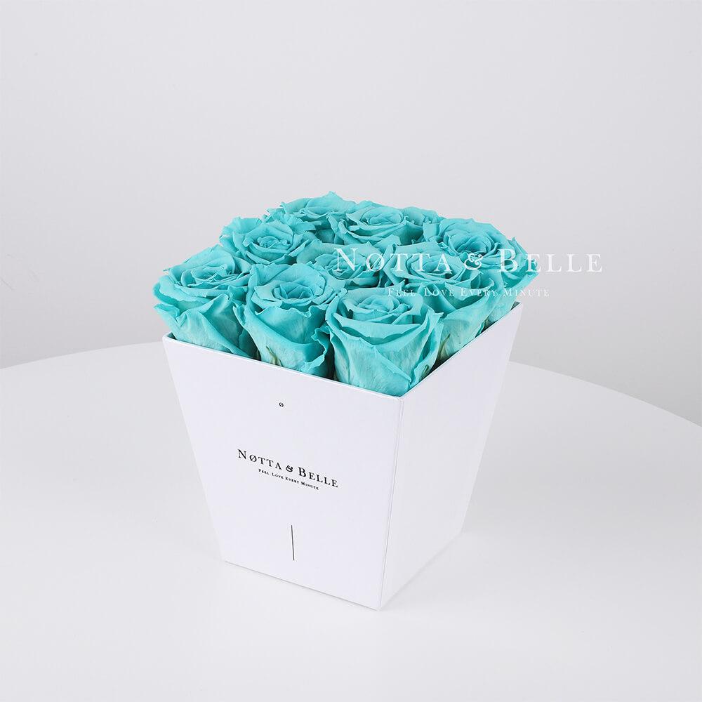 Türkisfarbener Rosenstrauß «Forever» in einer weissen Box – 9 Stück