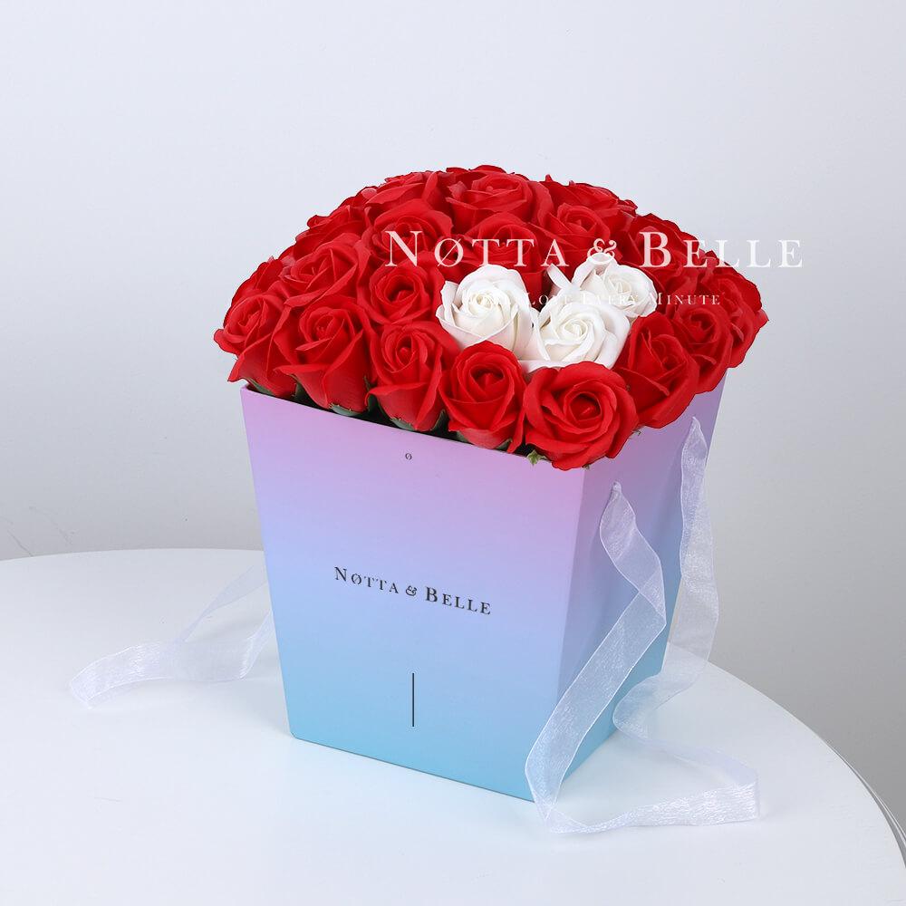 Мыльный букет синего цвета №311 из 35 розы