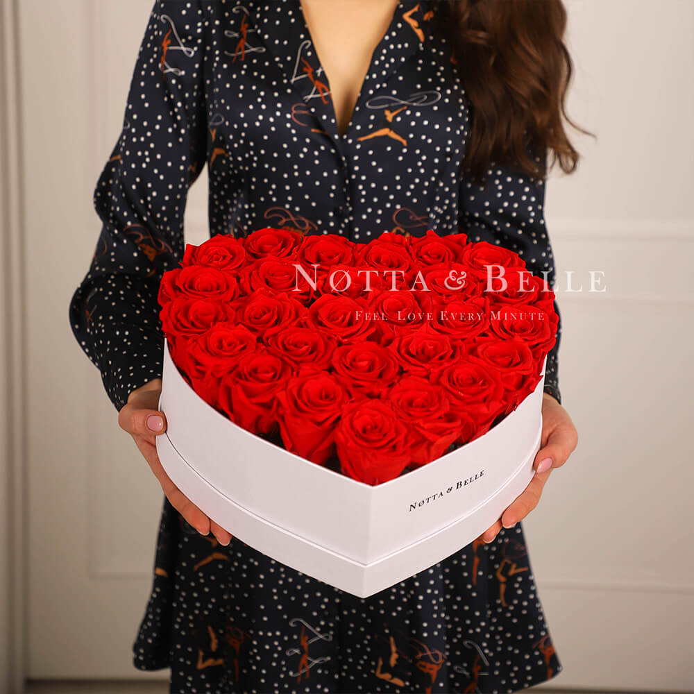 «Love» aus 27 roten Rosen