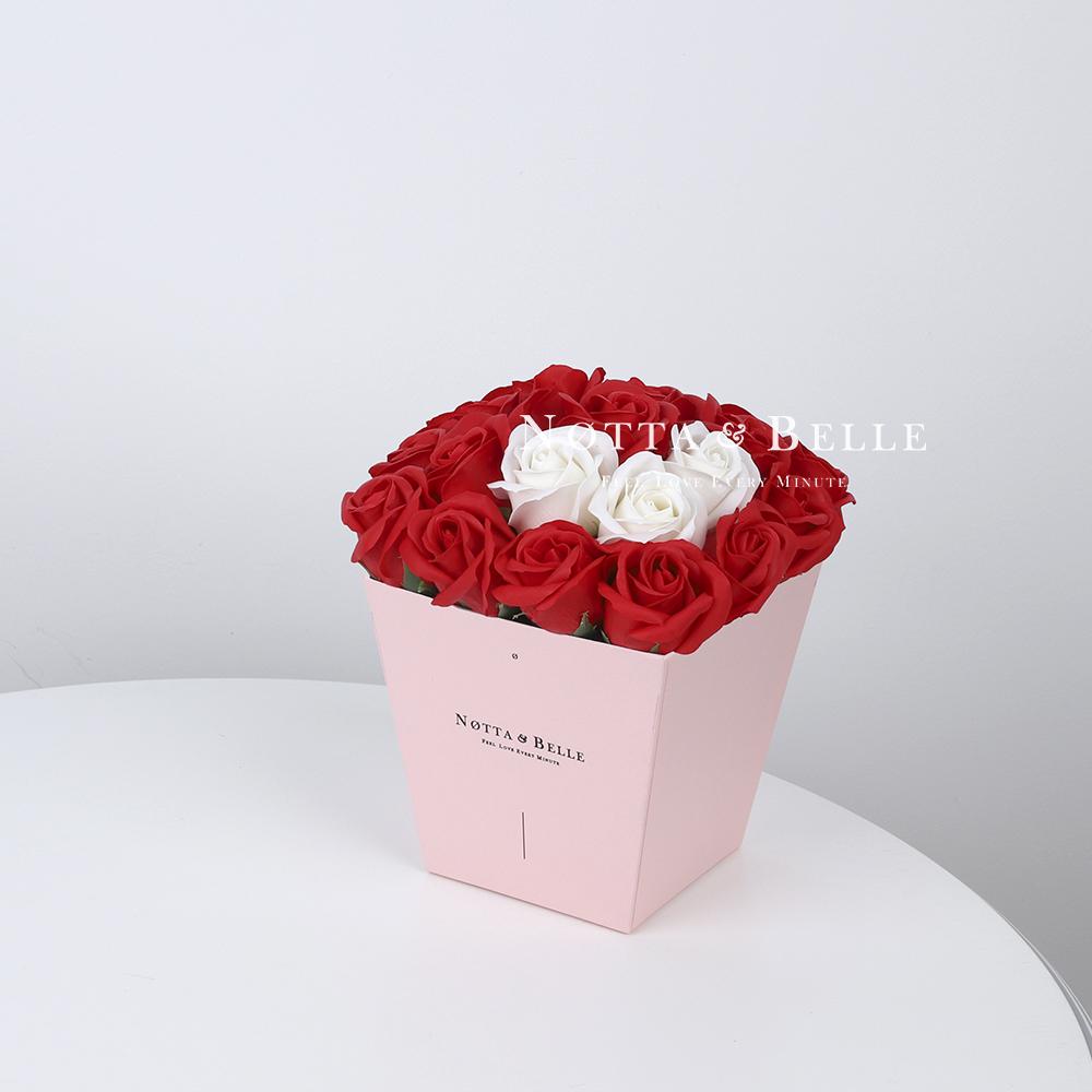Мыльный букет красного цвета №215 из 21 розы
