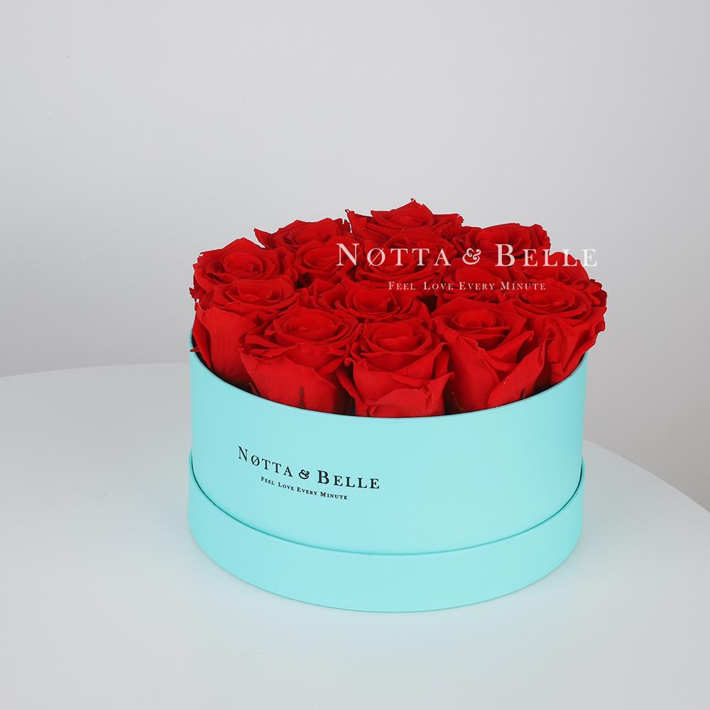 Stabilizirovannyy buket iz roz krasnogo cveta v shlyapnoy korobke cveta Tiffani- Medium