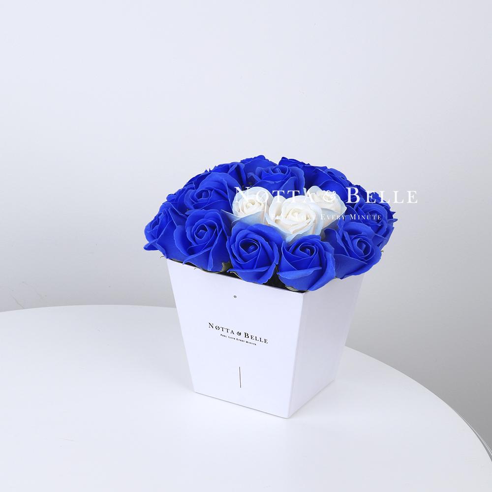 Мыльный букет синего цвета №231 из 21 розы