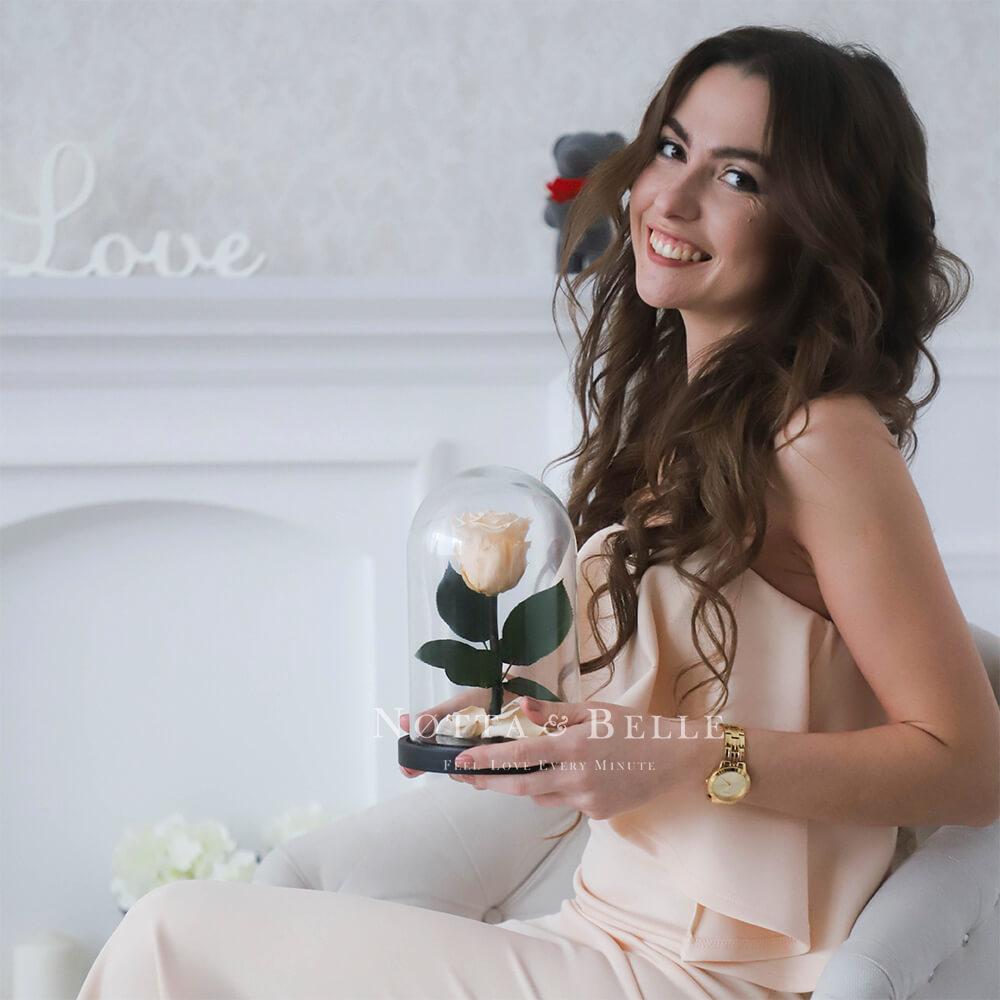 Roza v kolbe cveta Shampany - Mini