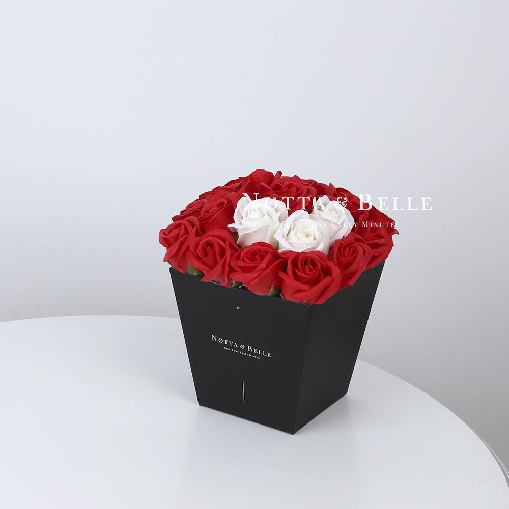 Купить со скидкой Мыльный букет красного цвета №212 из 21 розы