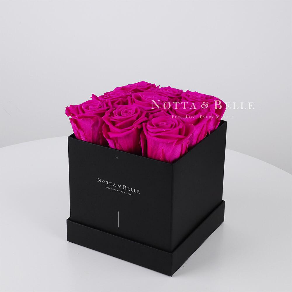 Kytice v barvě fuchsie «Romantic» v černé krabičce - 9 ks