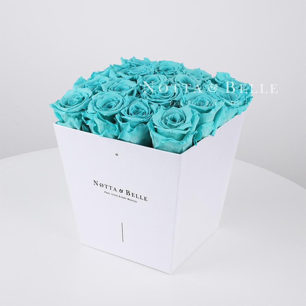 Türkisfarbener Rosenstrauß «Forever» in einer weissen Box – 17 Stück