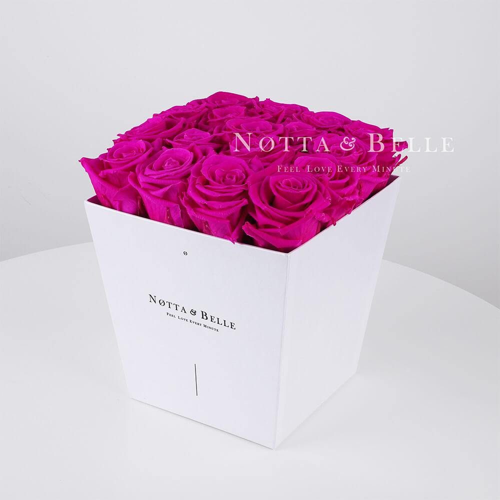 Rosenstrauß der Farbe Fuchsia «Forever» in einer weissen Box – 17 Stück