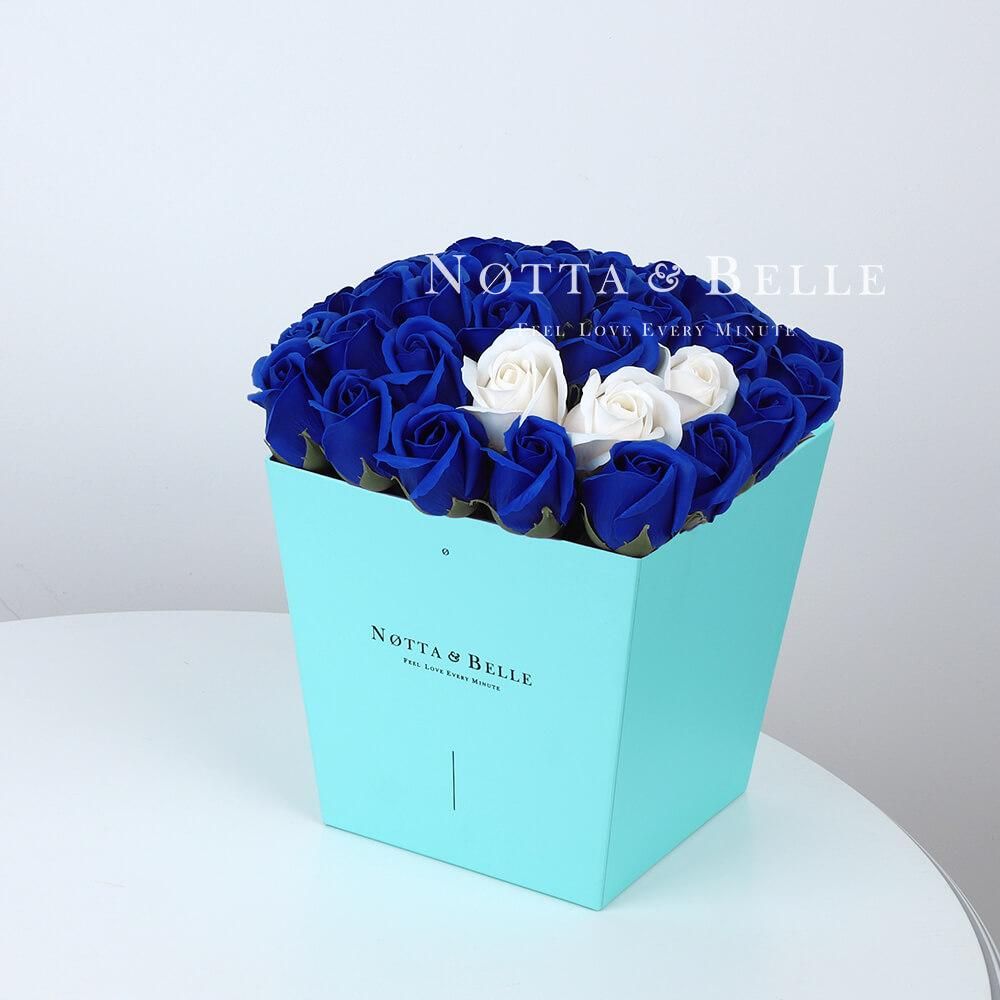 Мыльный букет синего цвета №433 из 35 розы
