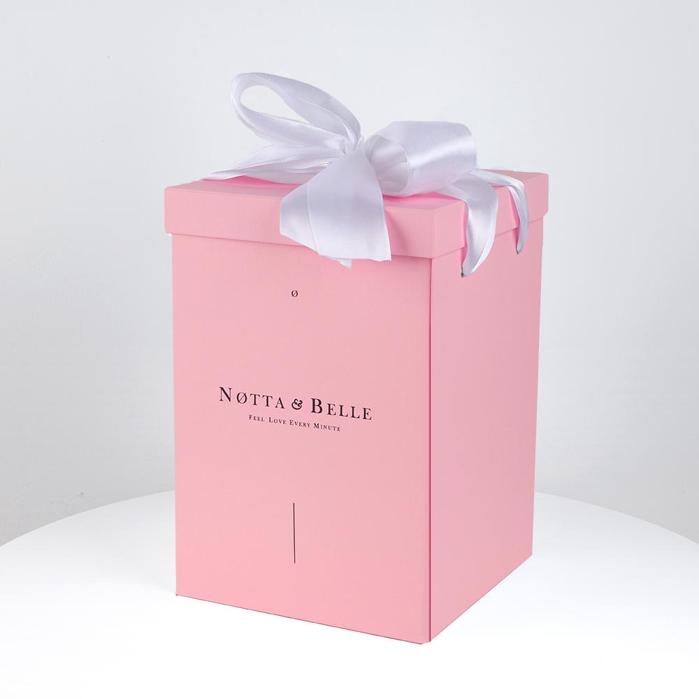 Розовая коробка для розы в колбе