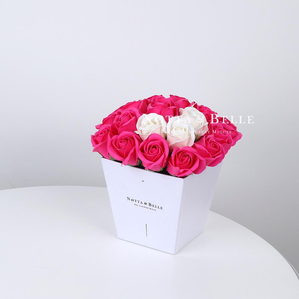 Мыльный букет цвета фуксии №261 из 21 розы