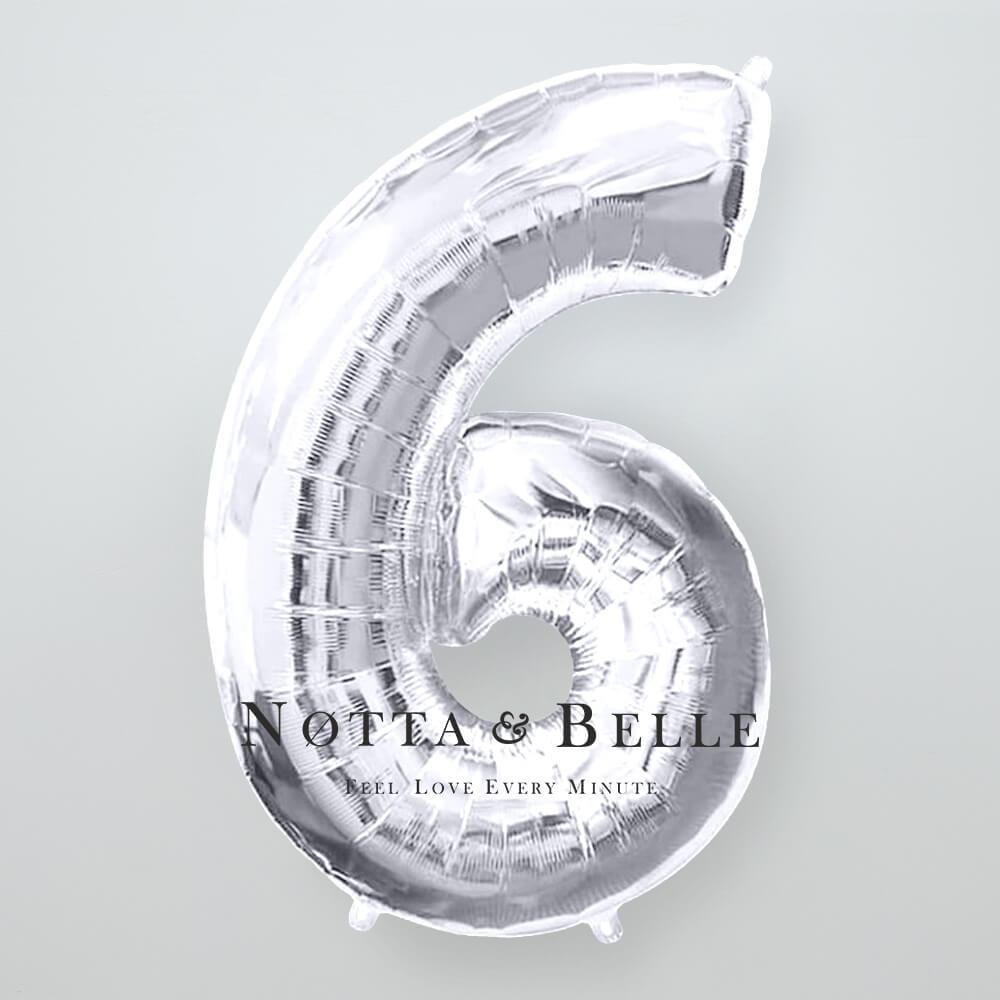 Шарик серебряного цвета в виде цифры 6