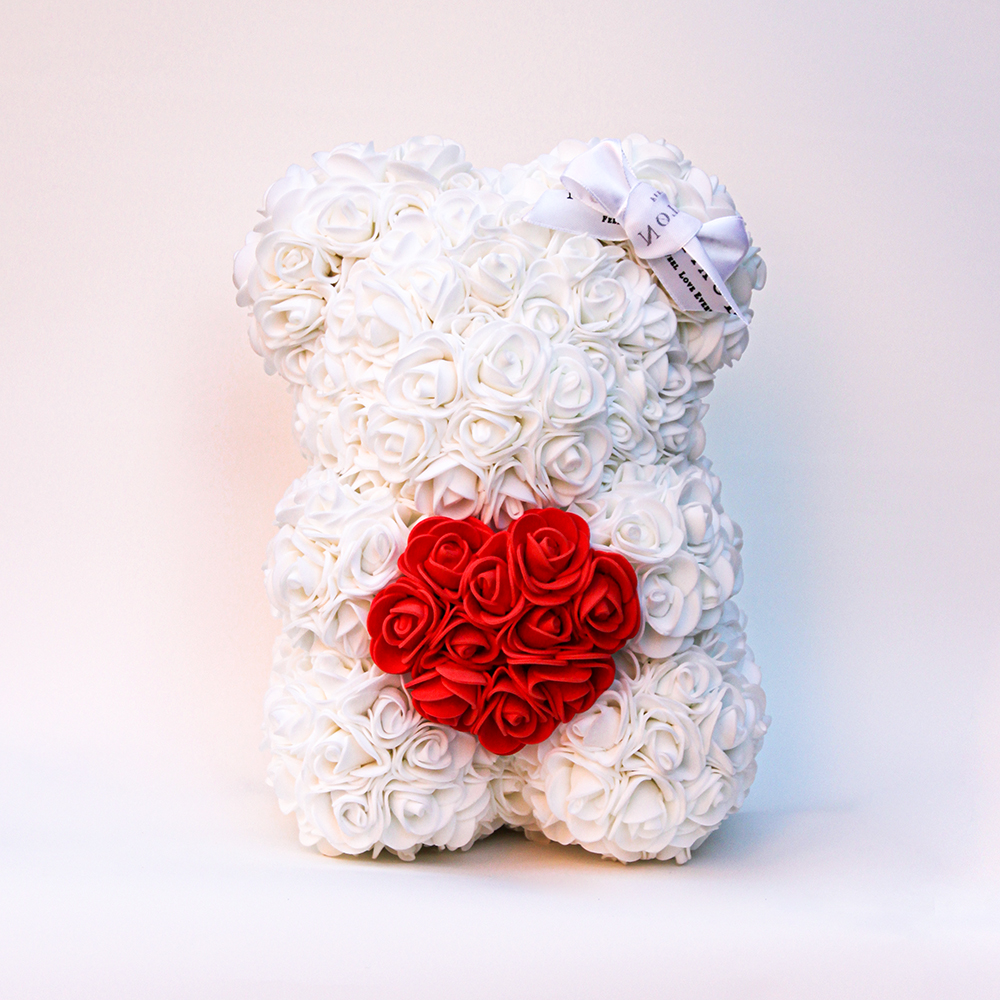 Oso de rosas blancas con un corazón rojas - 25cm