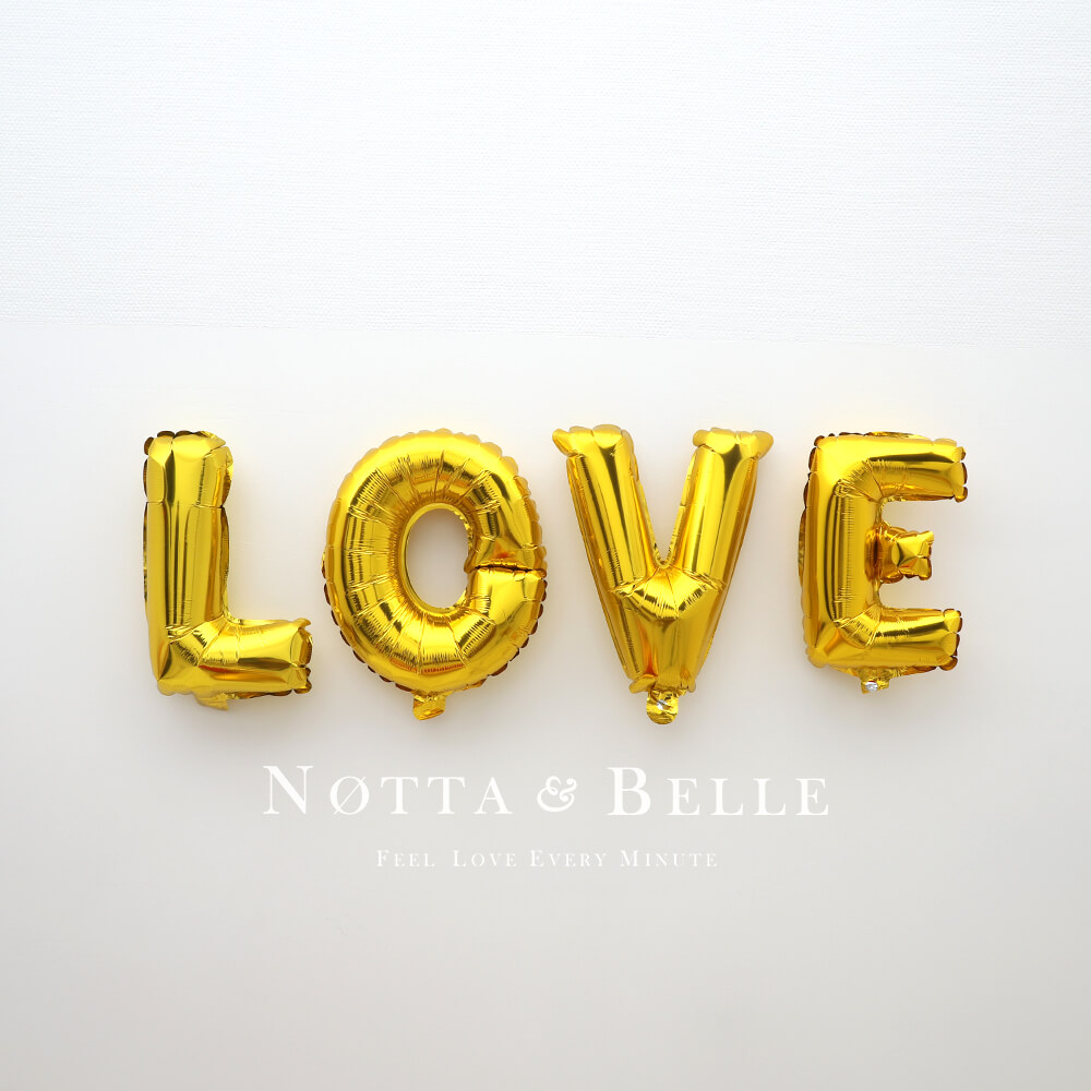 Набор из 4 шариков золотого цвета - LOVE