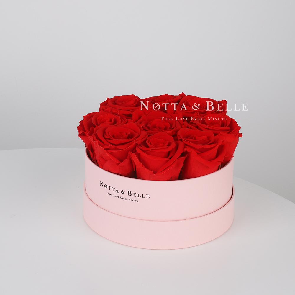 Stabilizirovannyy buket iz roz krasnogo cveta v rozovoy shlyapnoy korobke - Pink