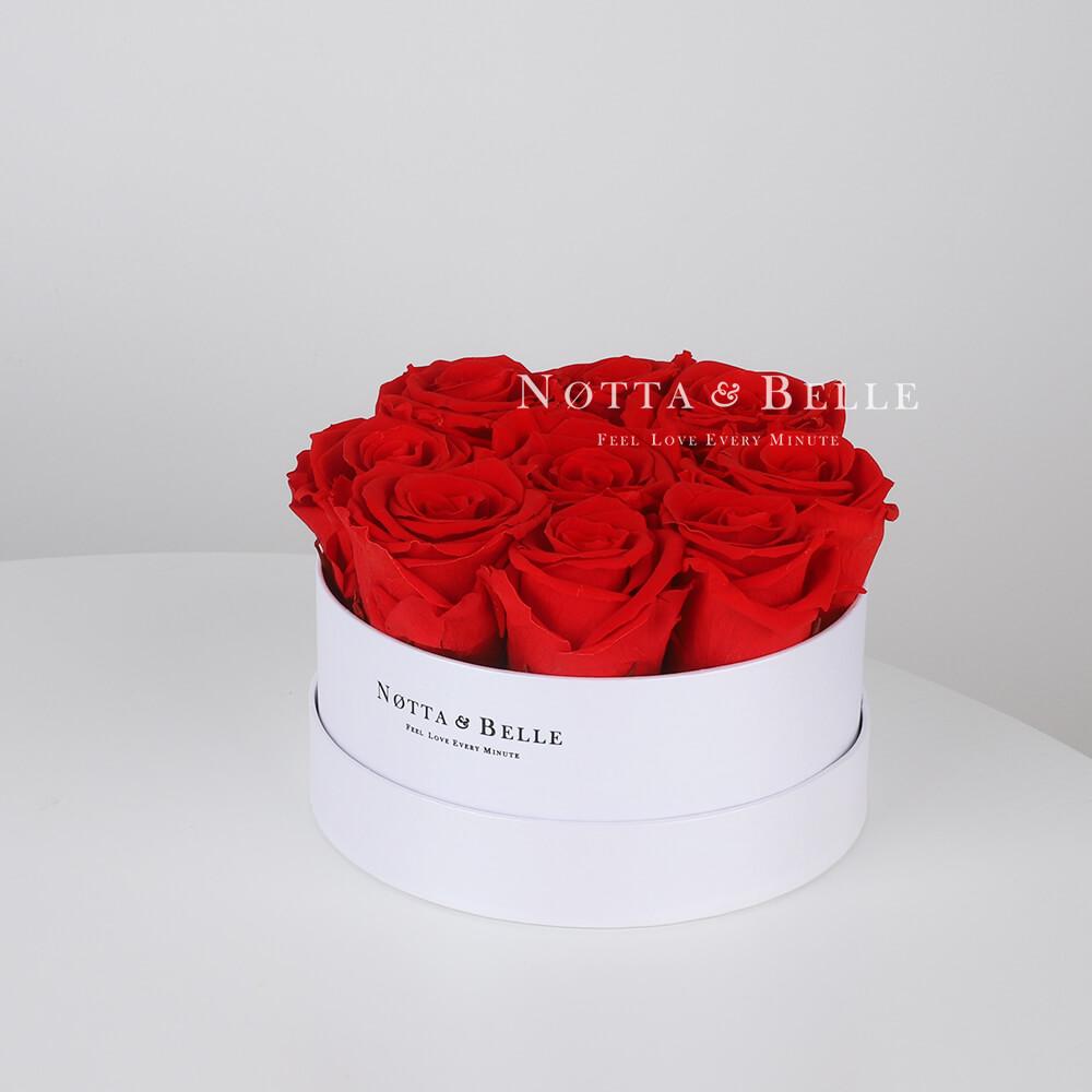 Stabilizirovannyy buket iz roz krasnogo cveta v beloy shlyapnoy korobke - Mini