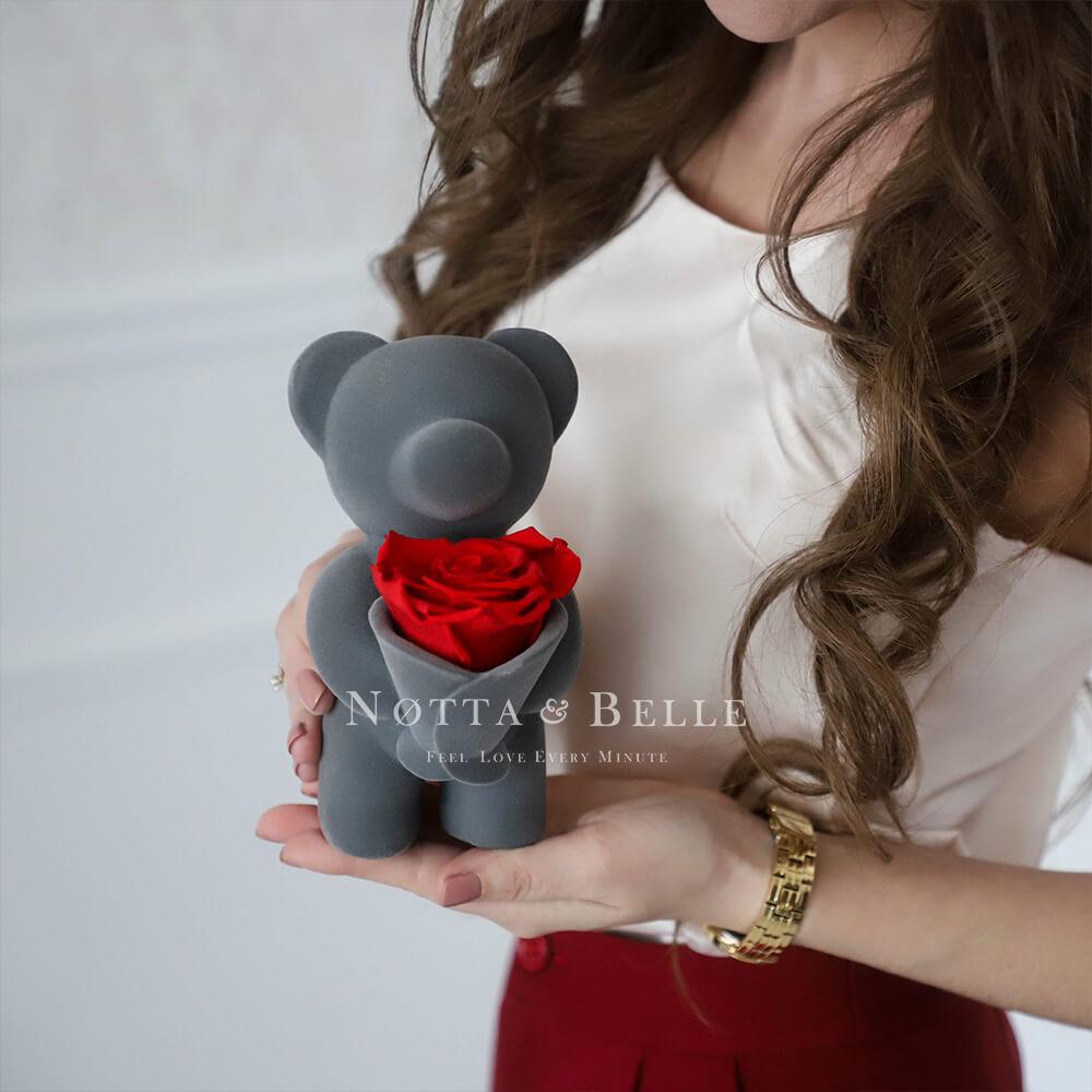 Мишка с букетом из роз
