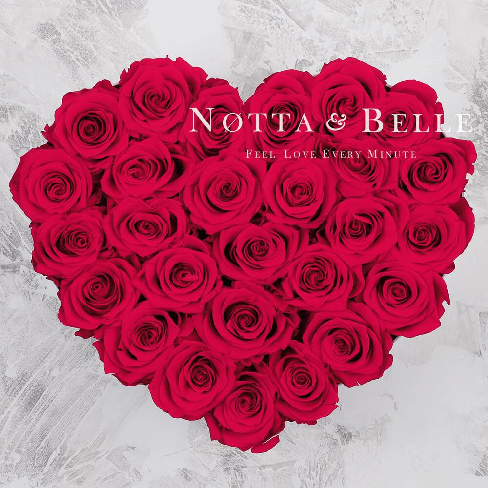Mazzo colore rosa acceso «Love» in una scatola bianca - 27 pz.