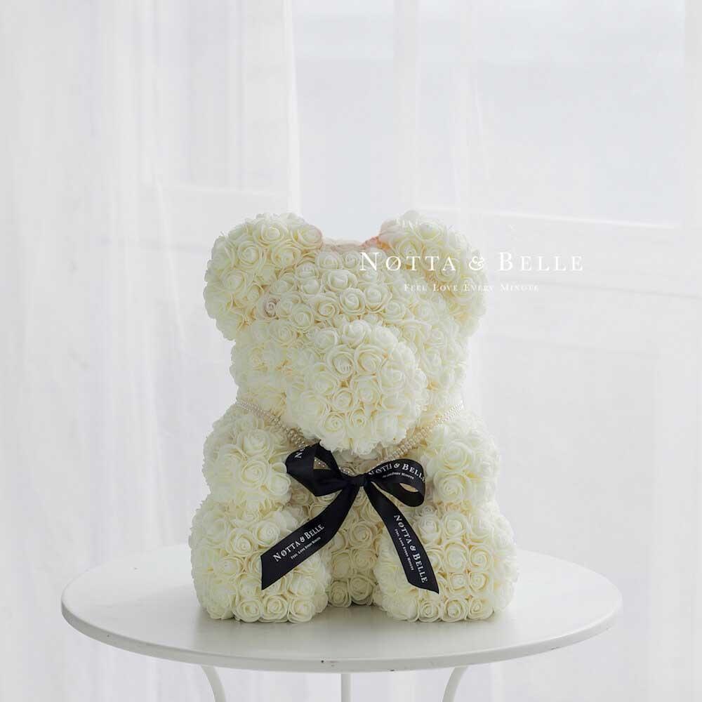 Bílý medvídek z růží - 35cm