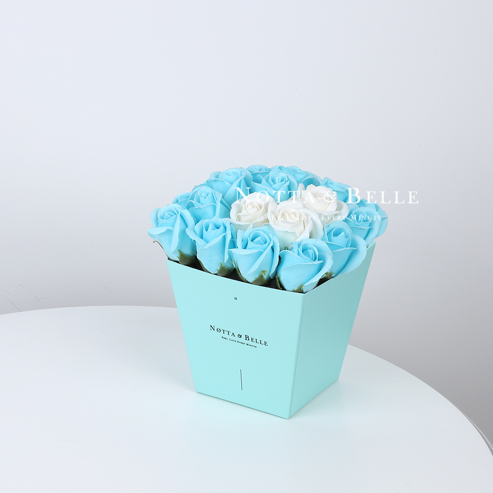 Мыльный букет голубого цвета №243 из 21 розы