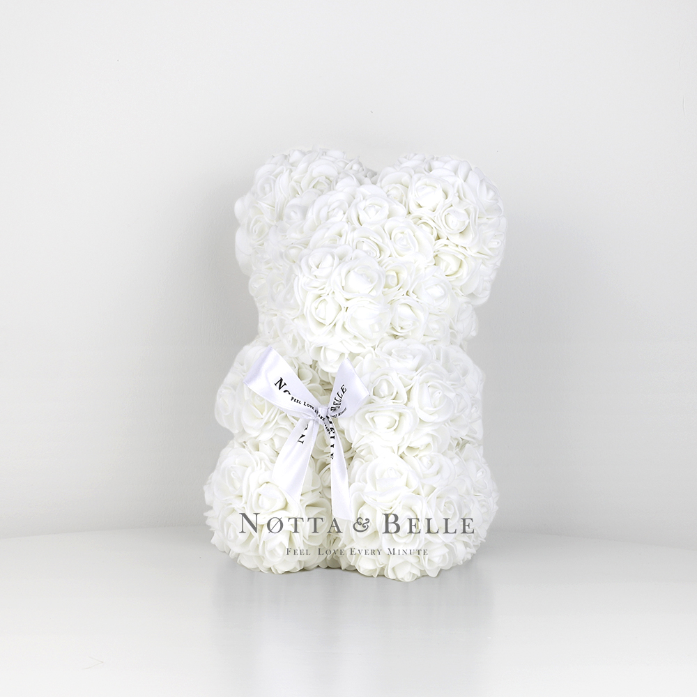Bílý medvídek z růží - 25cm