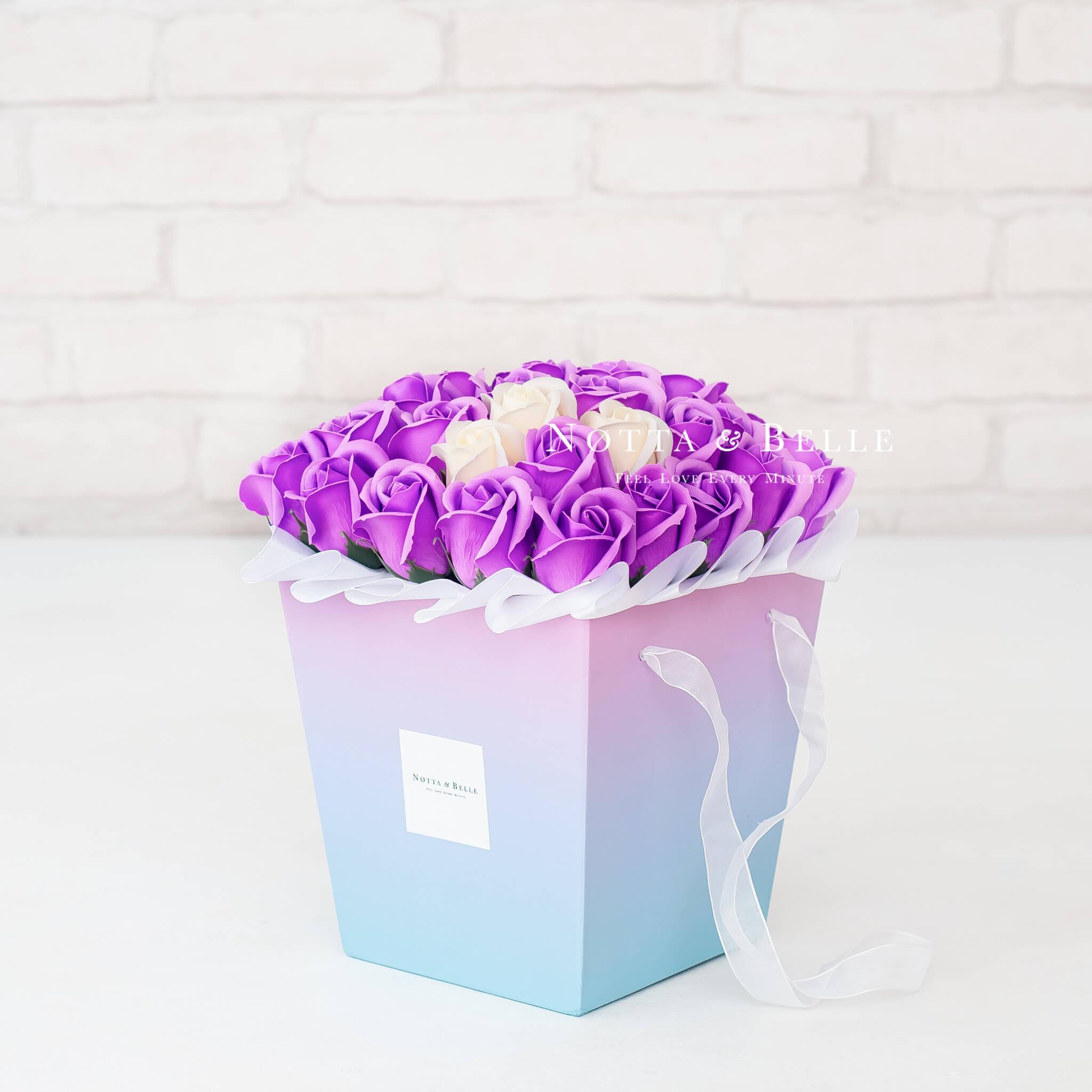 Мыльные розы фиолетового цвета в коробке Ambre