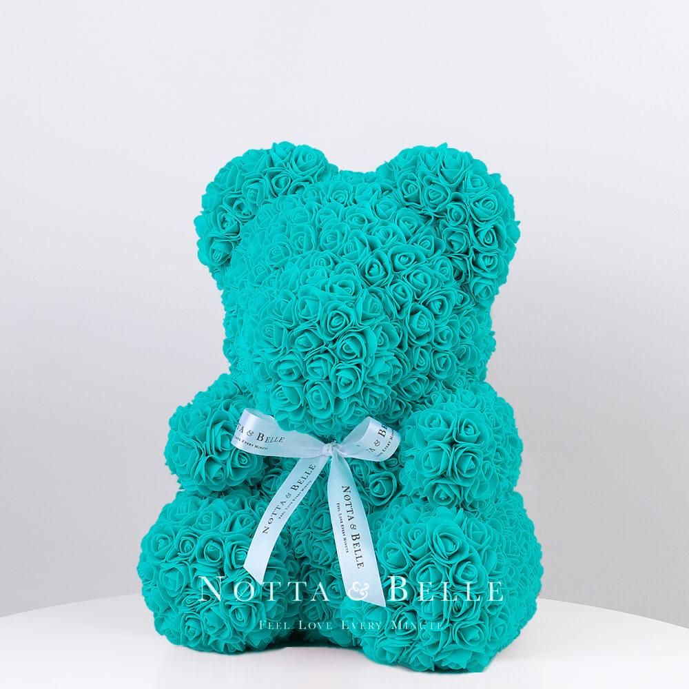 Tyrkysový medvídek z růží - 35 cm