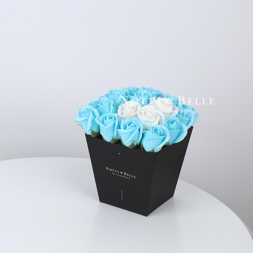 Мыльный букет голубого цвета №242 из 21 розы