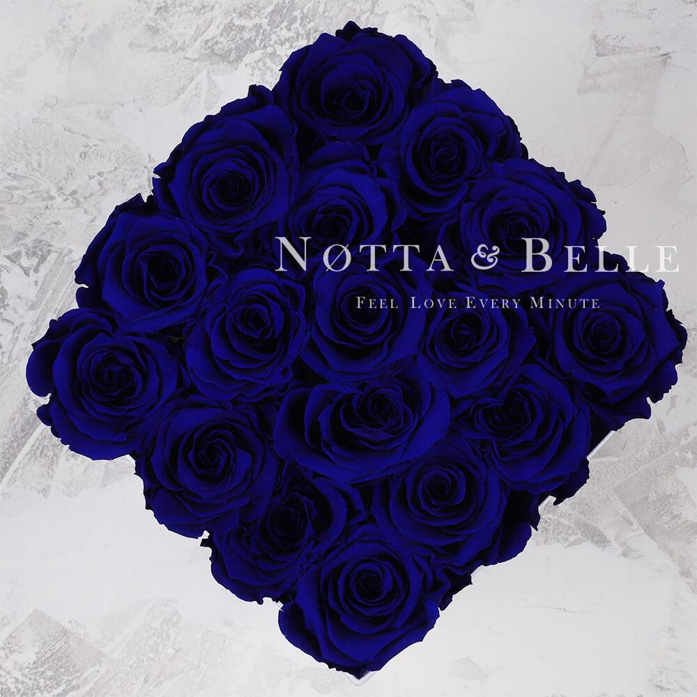 Blauer Rosenstrauß «Forever» in einer schwarzen Box – 17 Stück