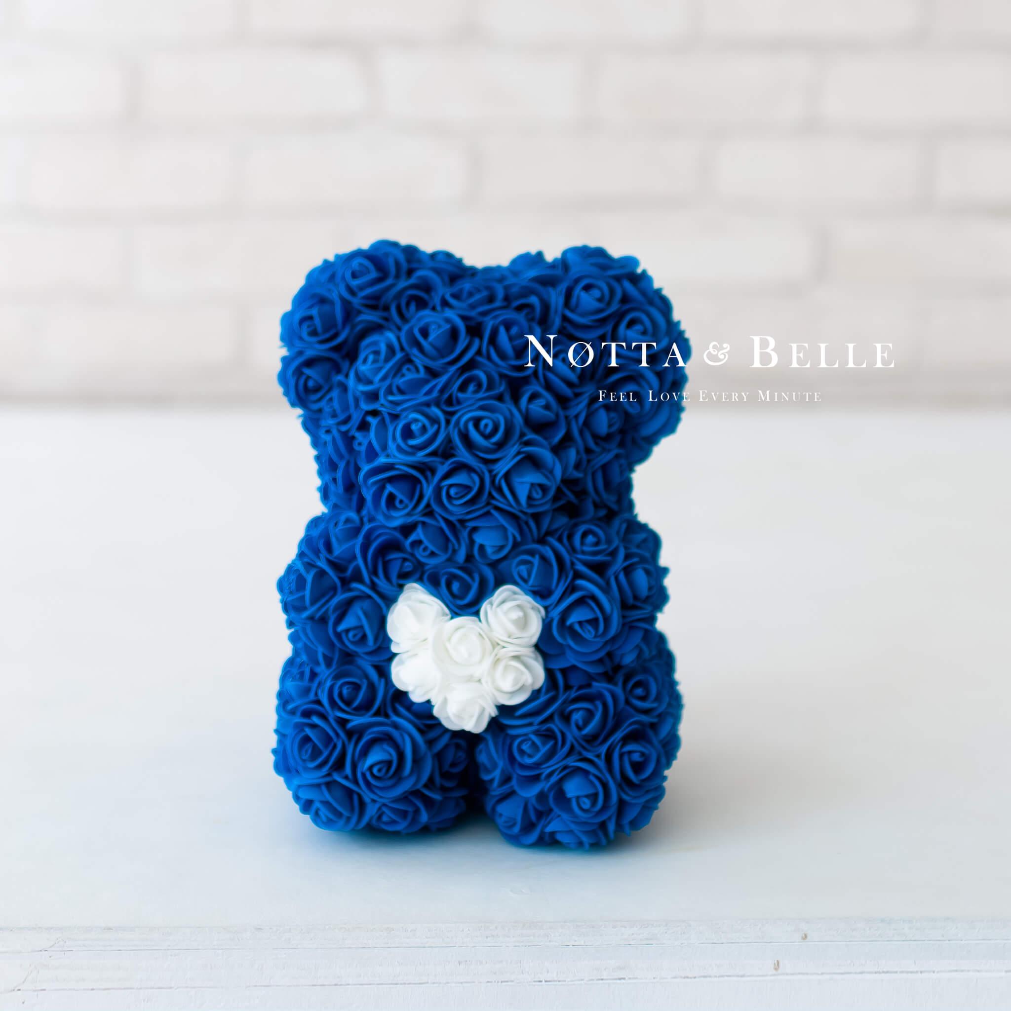 Синий мишка из роз с сердцем - 25 см