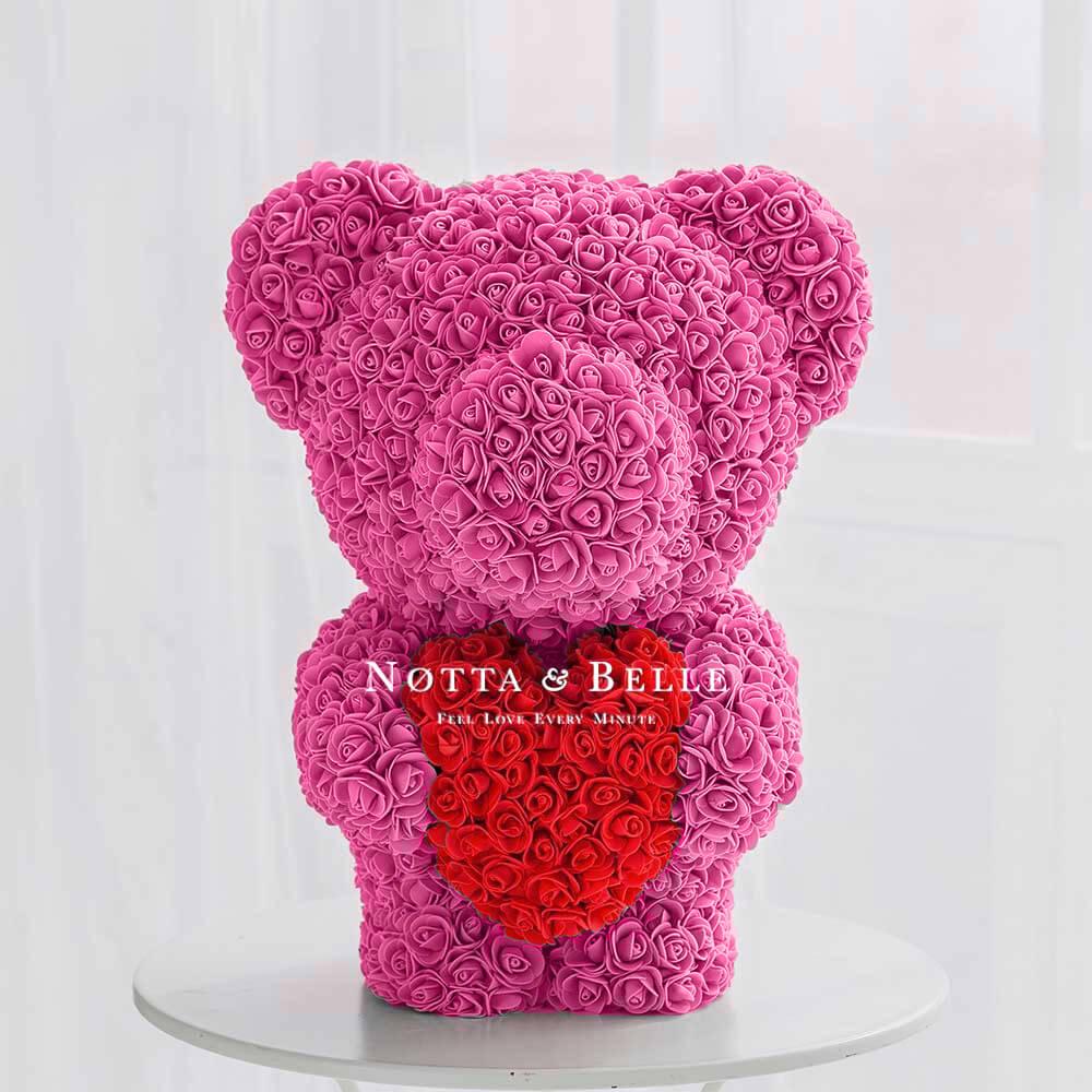 Розовый мишка из роз с красным сердцем