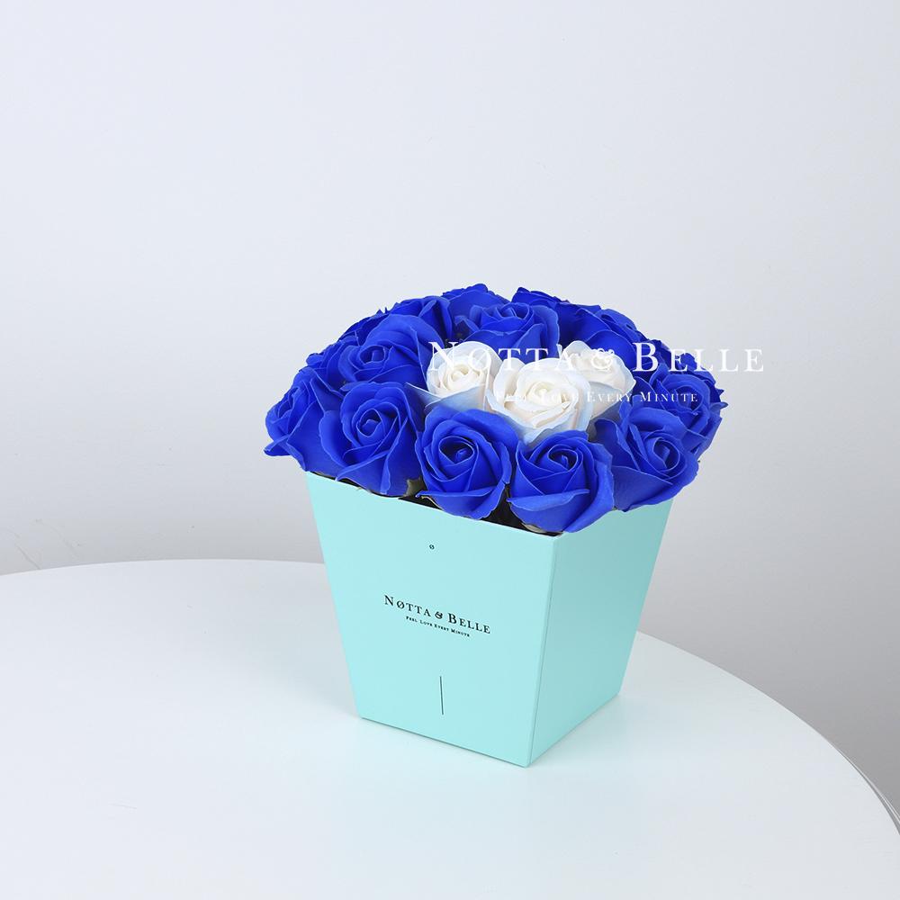 Мыльный букет синего цвета №233 из 21 розы