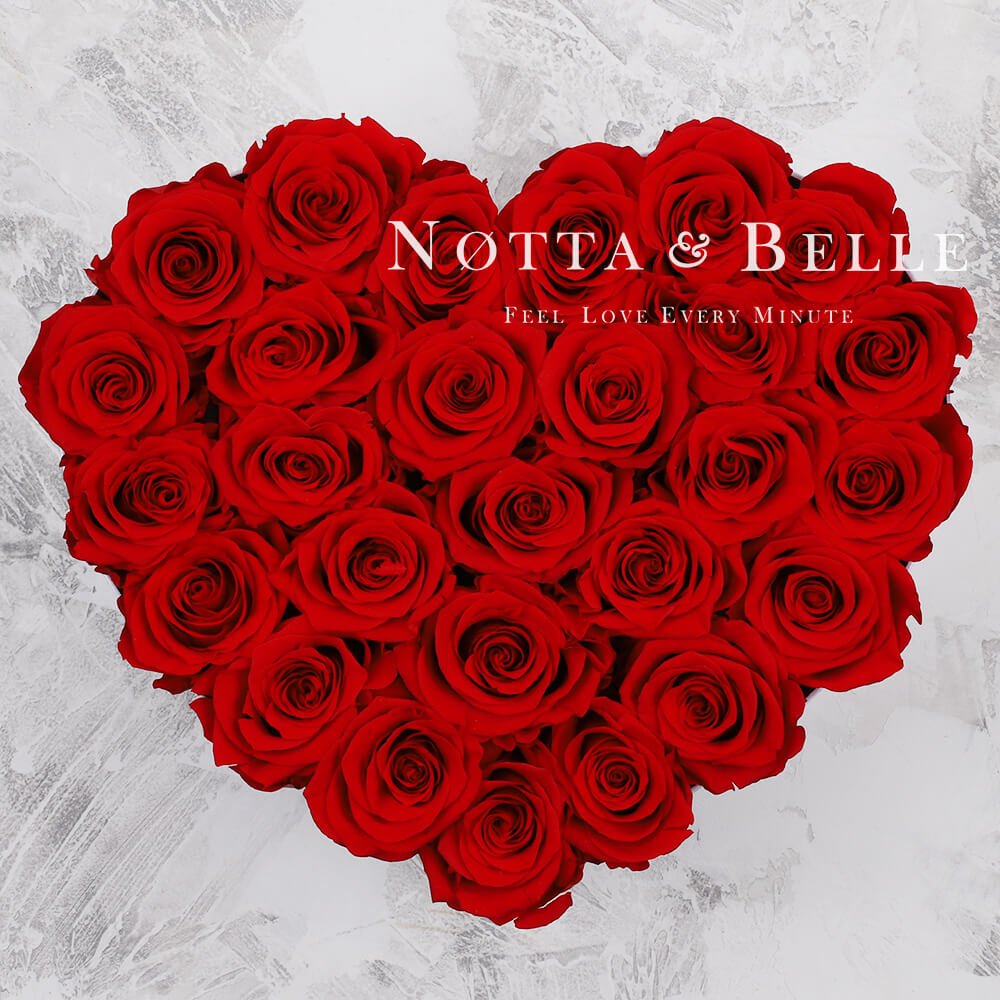 «Love» aus 29 roten Rosen
