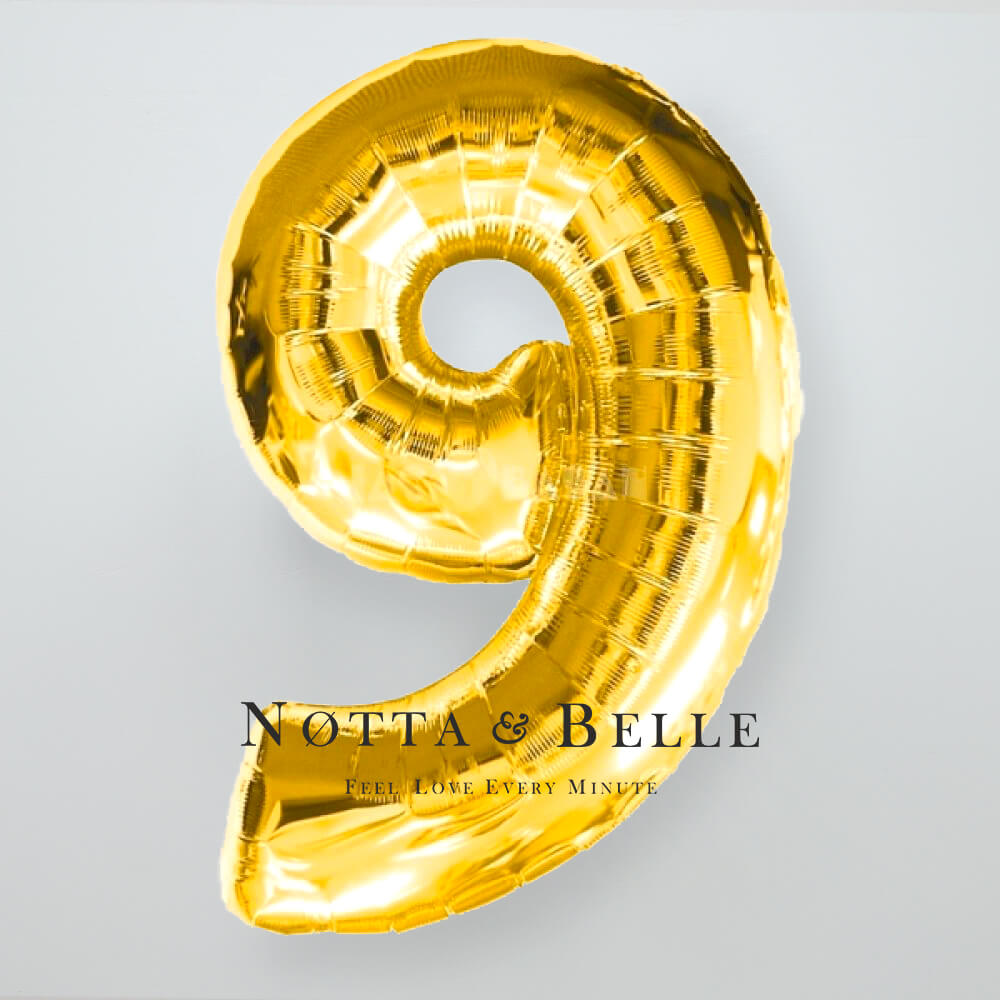 Шарик золотого цвета в виде цифры 9