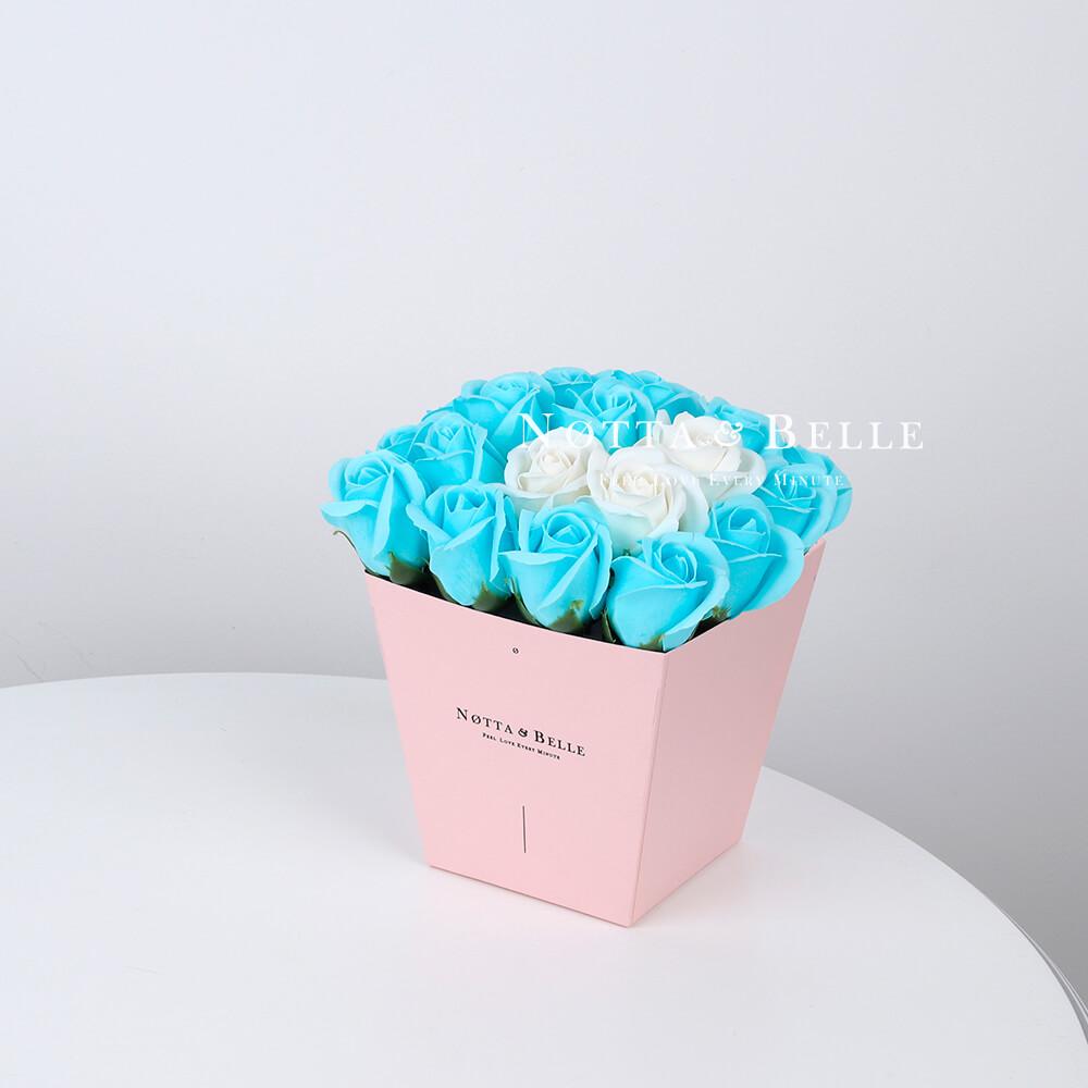 Мыльный букет голубого цвета №245 из 21 розы