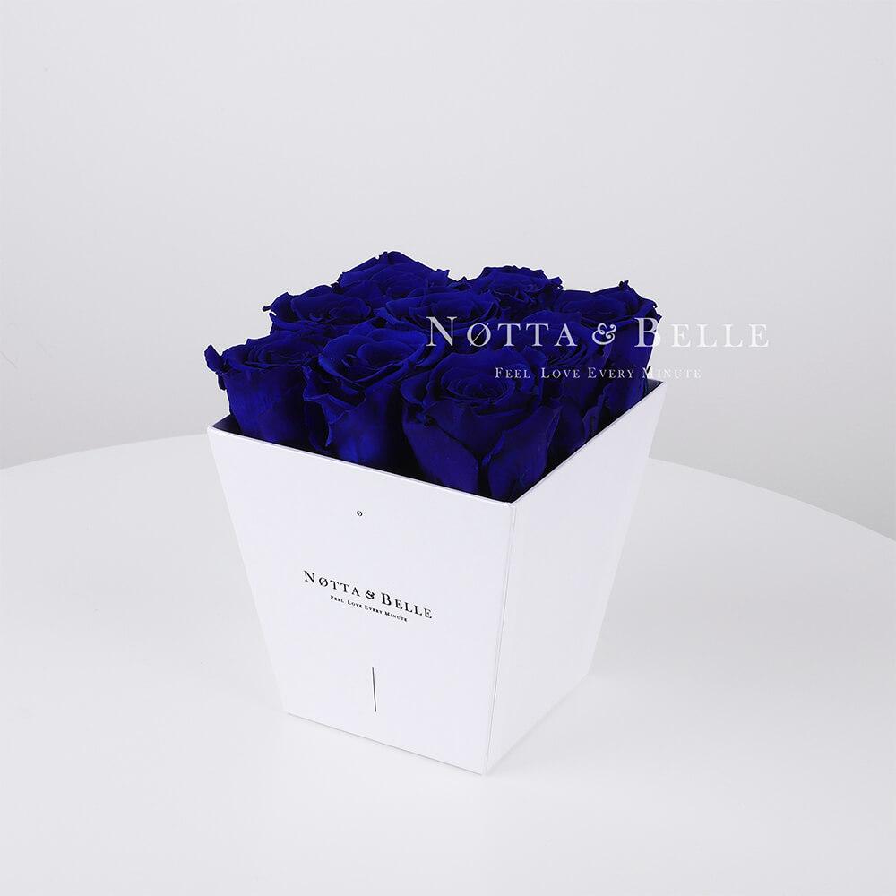 Blauer Rosenstrauß «Forever» in einer weissen Box – 9 Stück