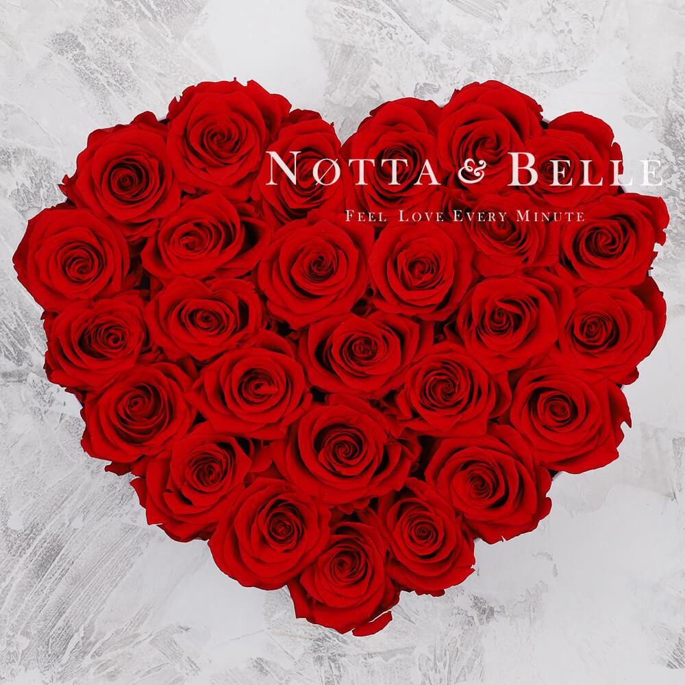Červená kytice «Love» v bílé krabičce - 29 ks