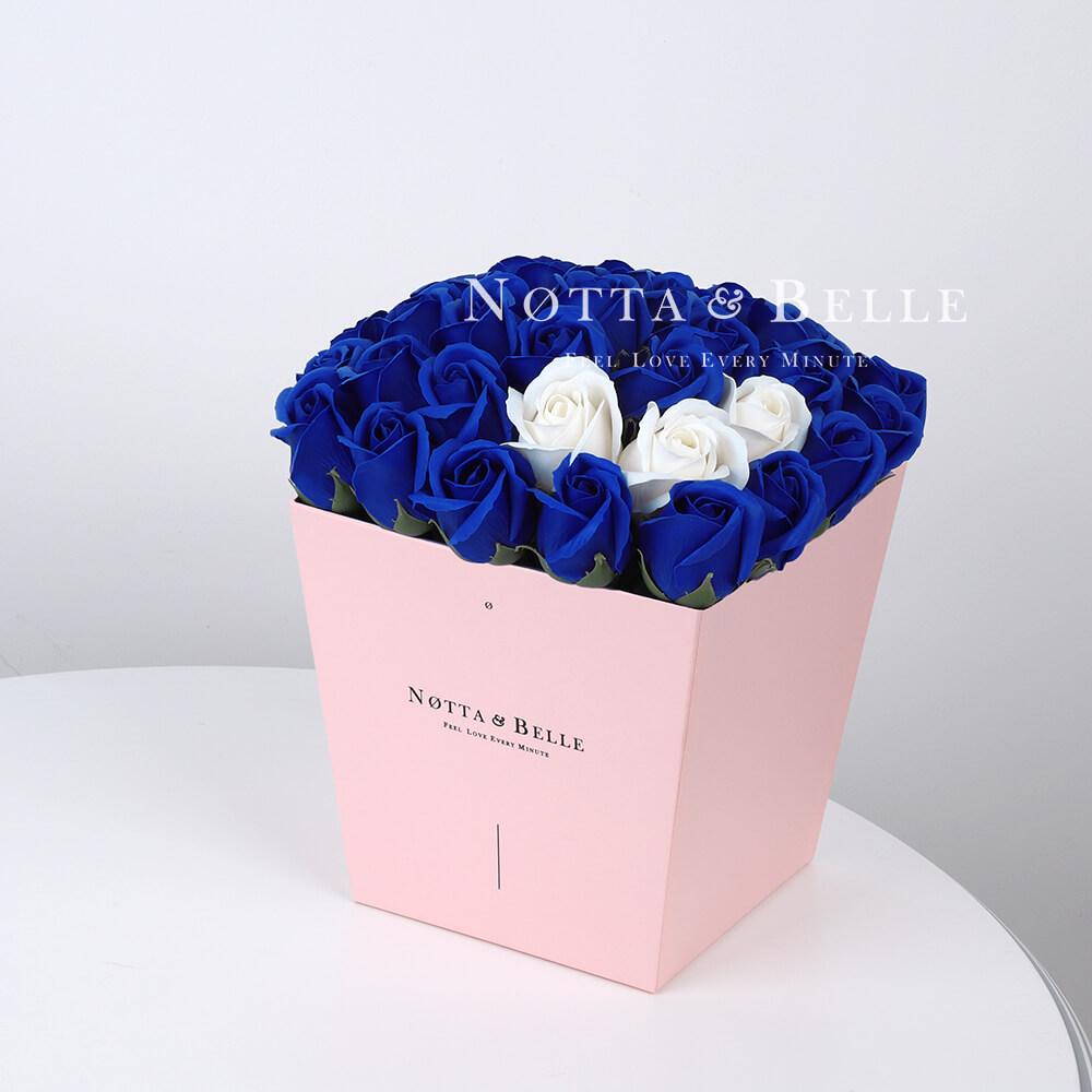 Мыльный букет синего цвета №435 из 35 розы