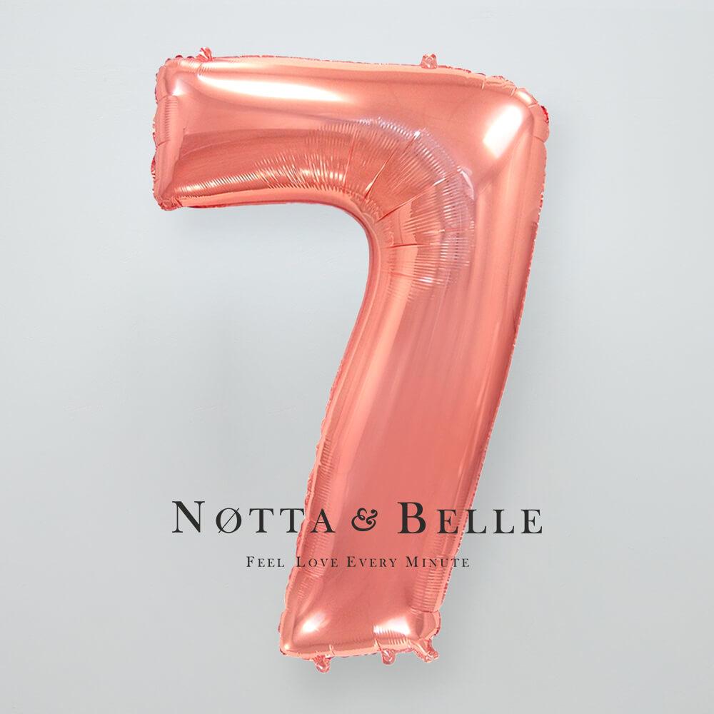 Шарик цвета розового золота в виде цифры 7