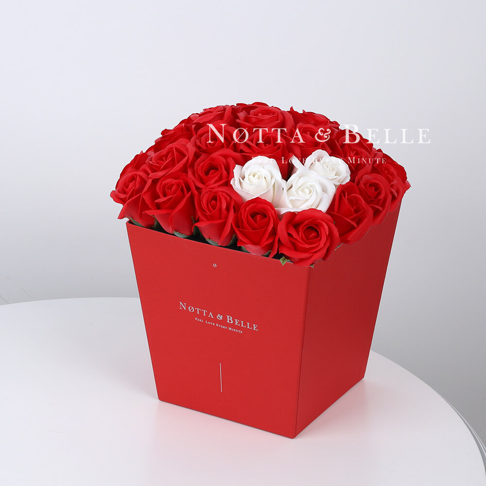 Мыльный букет красного цвета №414 из 35 розы