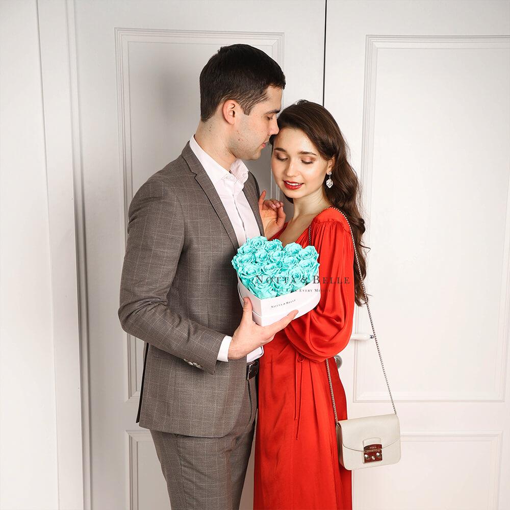 Tyrkysová kytice «Love» v bílé krabičce - 15 ks