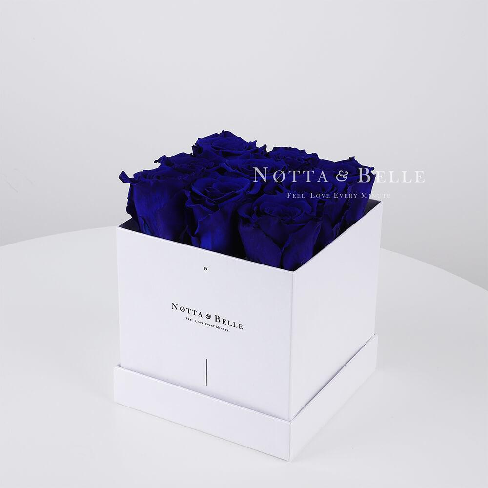 Blauer Rosenstrauß «Romantic» in einer weissen Box – 9 Stück