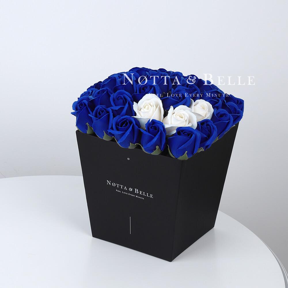Мыльный букет синего цвета №432 из 35 розы