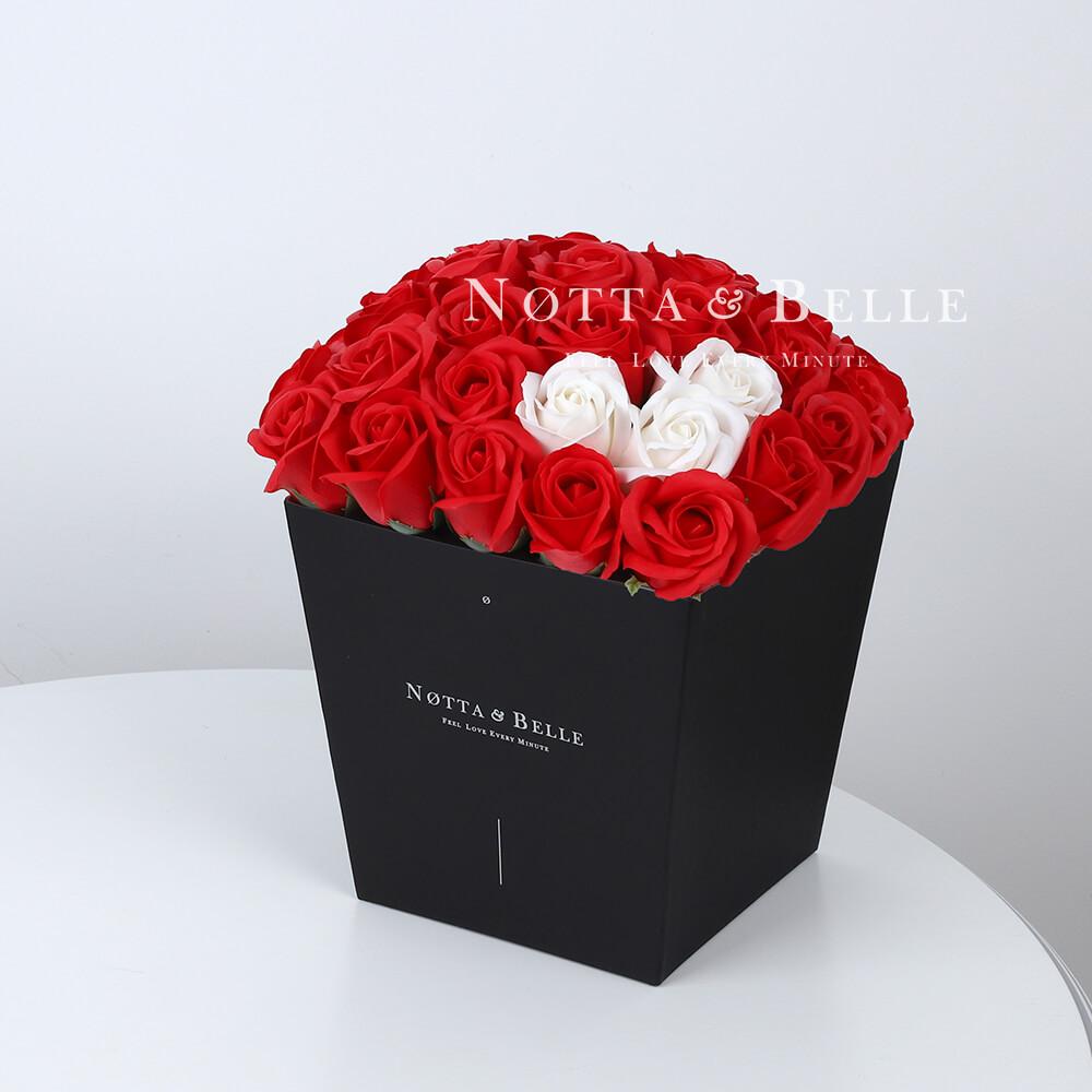 Мыльный букет красного цвета №412 из 35 розы