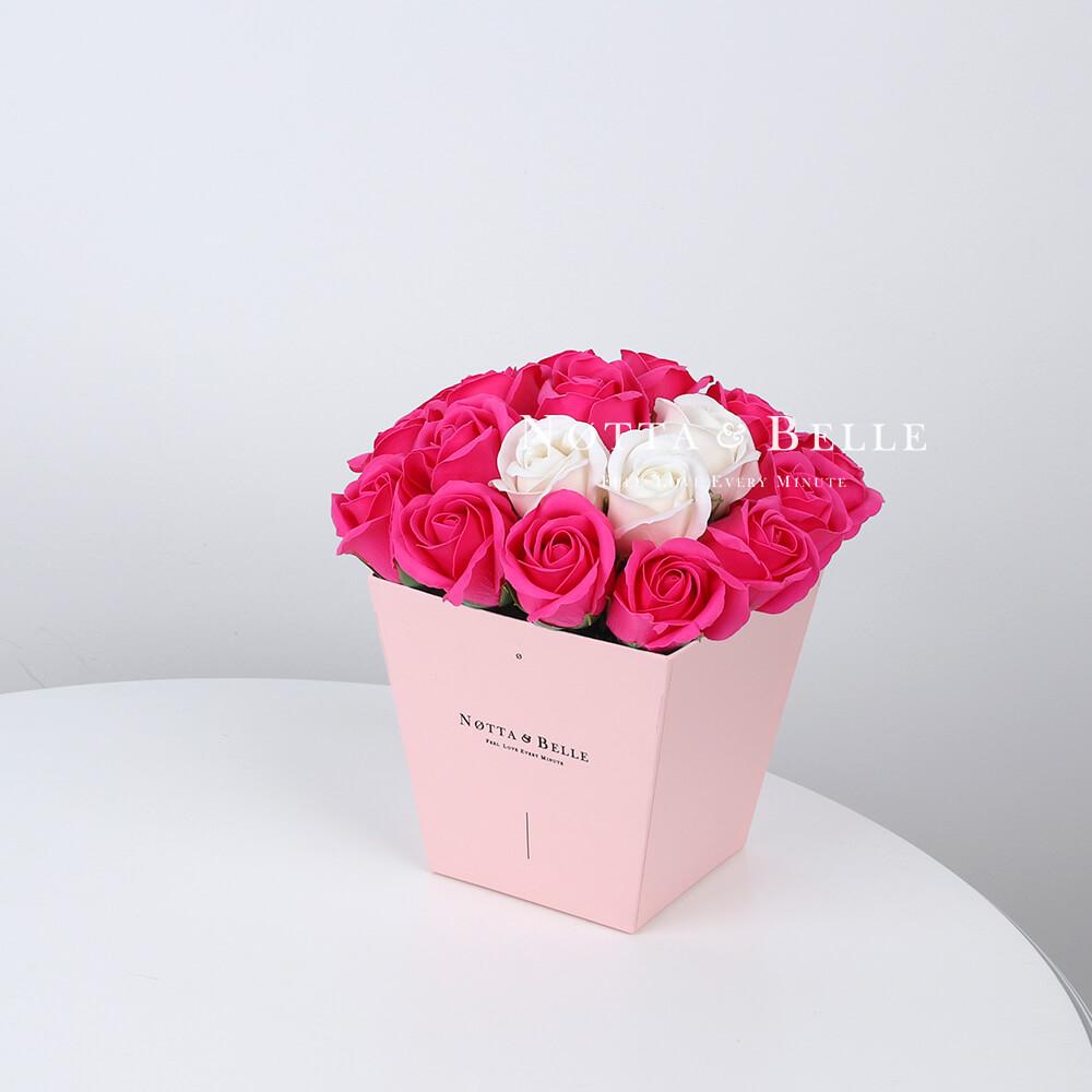 Мыльный букет цвета фуксии №265 из 21 розы