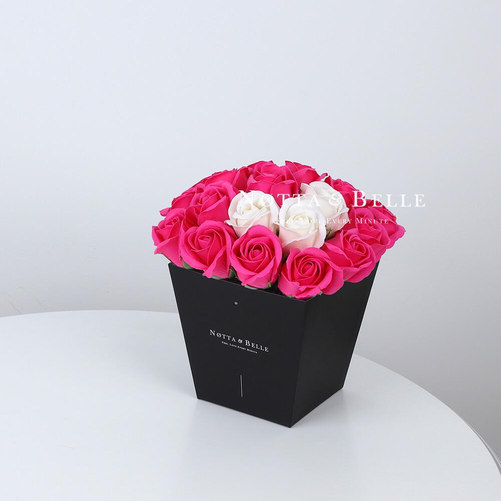 Мыльный букет цвета фуксии №262 из 21 розы
